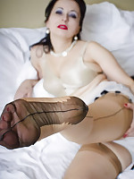 Free Stocking Pics | Wanilianna | Sexy MILF Fetish Model Stocking Tease